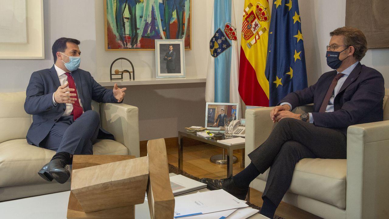 40 años del Estatuto de Galicia: intervención de Alberto Núñez Feijoo.Feijoo, en el Parlamento la semana pasada, entre los dos vicepresidentes, Francisco Conde y Alfonso Rueda