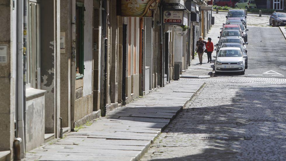 La calzada de Pardo Baixo, vacía de terrazas desde octubre, está pavimentada con adoquines