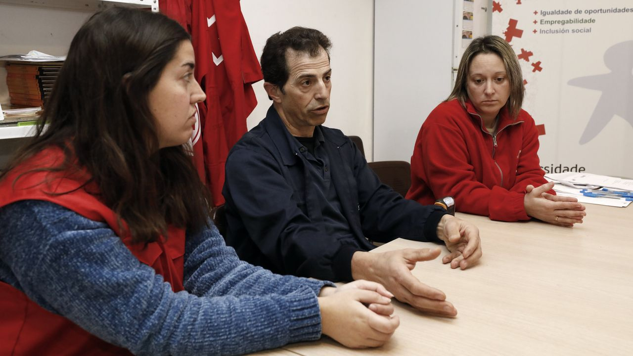 Lorena Rodríguez (orientadora), Jenaro González (Samyl) y Marta Amoedo (prospectora), en Cruz Roja.