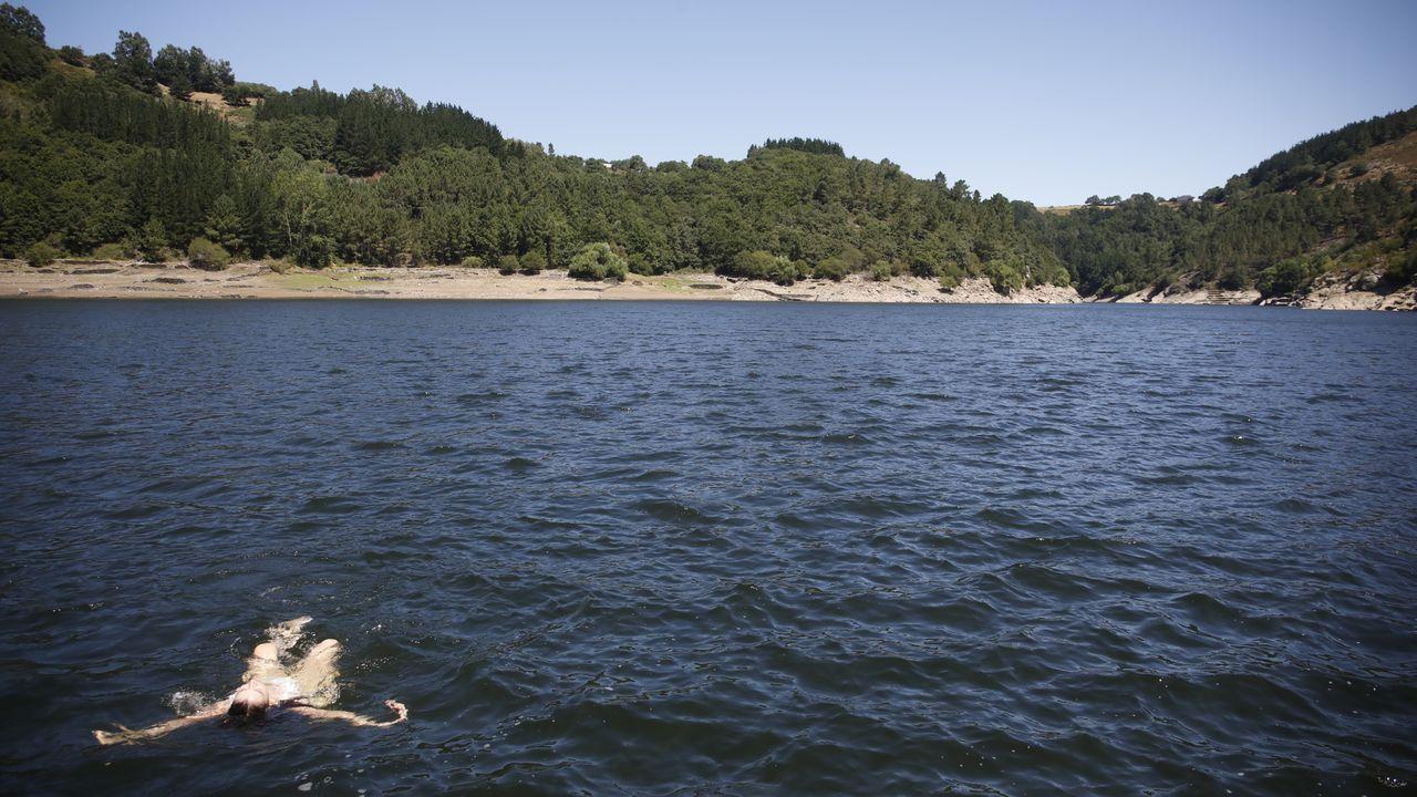 El mejor pupitre del mundo.El Ría de Marín, uno de los cinco arrastreros que probararán el aparejo diseñado por Tecnopesca para limpiar el fondo marino