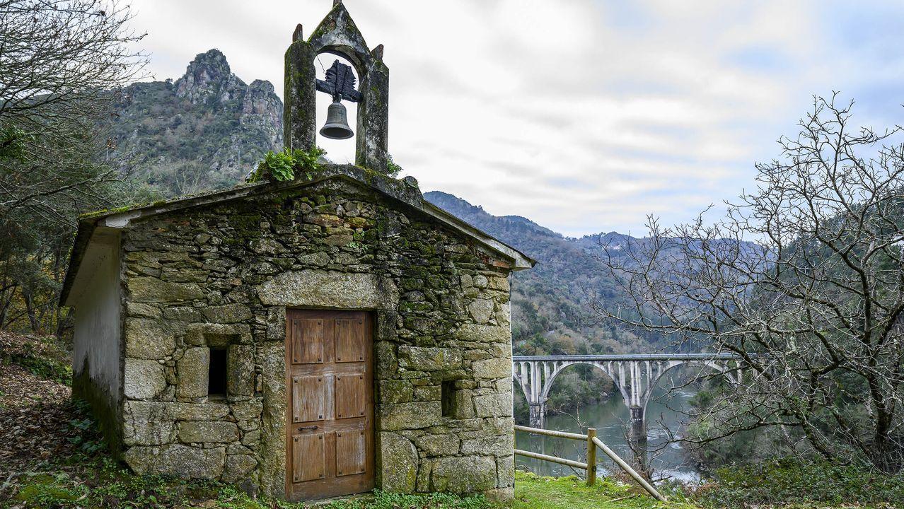 Ermita en la aldea de A Barca
