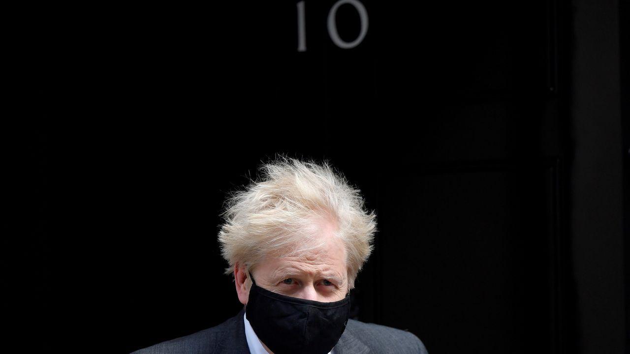 Boris Johnson saliendo de Downing Street el pasado día 21