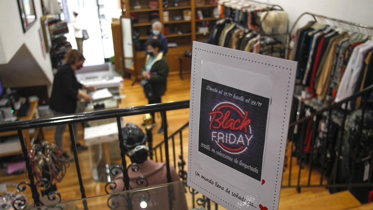 Colas para conseguir las primeras compras del Black Friday