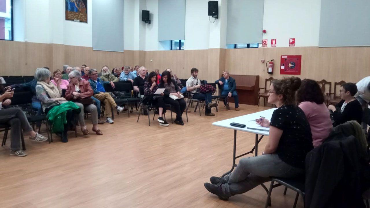 Un momento de la asamblea de Podemos Xixón en el CP Jovellanos