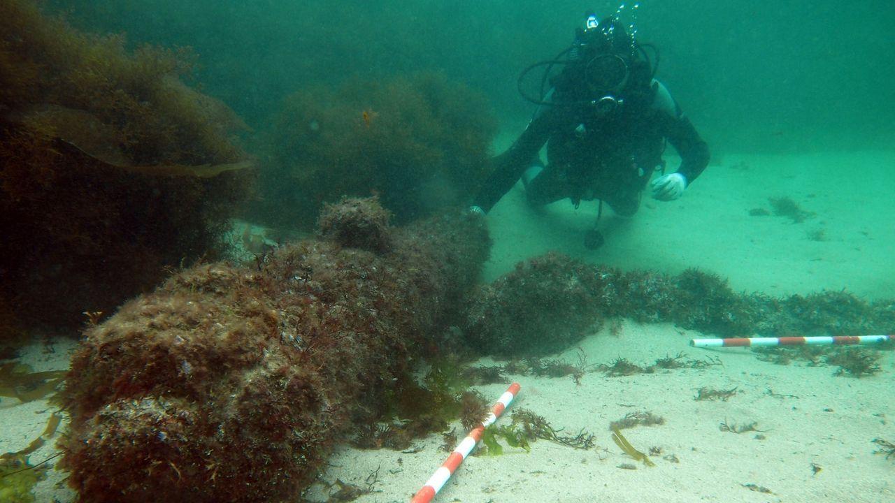 Investigación en el pozo de O Porriño donde apareció un cadáver.Arqueólogos subacuáticos inspeccionando los restos de un pecio en la ría de Viveiro, en una foto de archivo