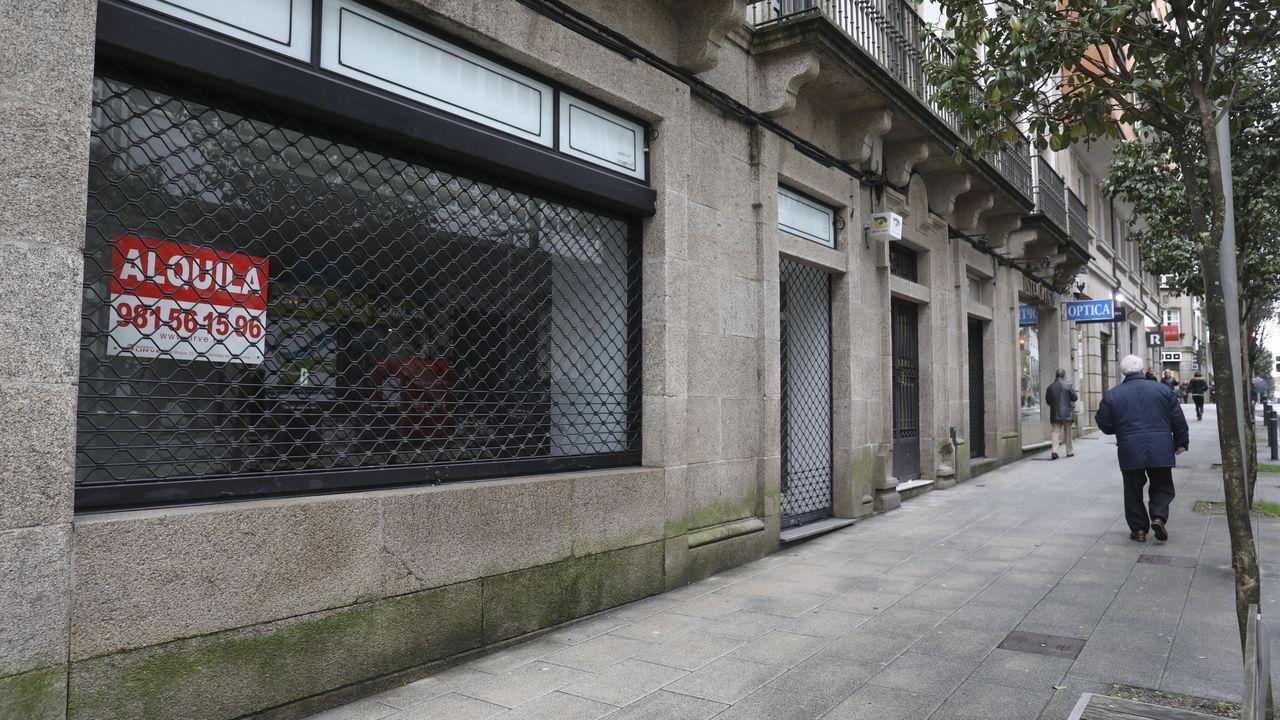Abel Caballero: «Los ayuntamientos pedimos al Gobierno poder gastar en superávit que hemos generado en 2019».La calle República do Salvador es una de las que tiene más bajos comerciales sin actividad
