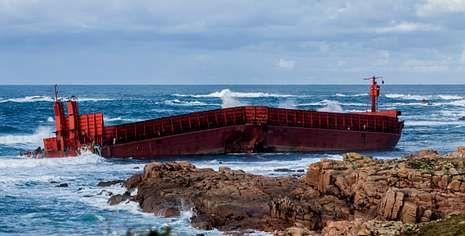 Todo sobre Sochi 2014.La gabarra está cada vez más cerca de tierra, pero el temporal ha remitido y la embarcación no supone un riesgo.