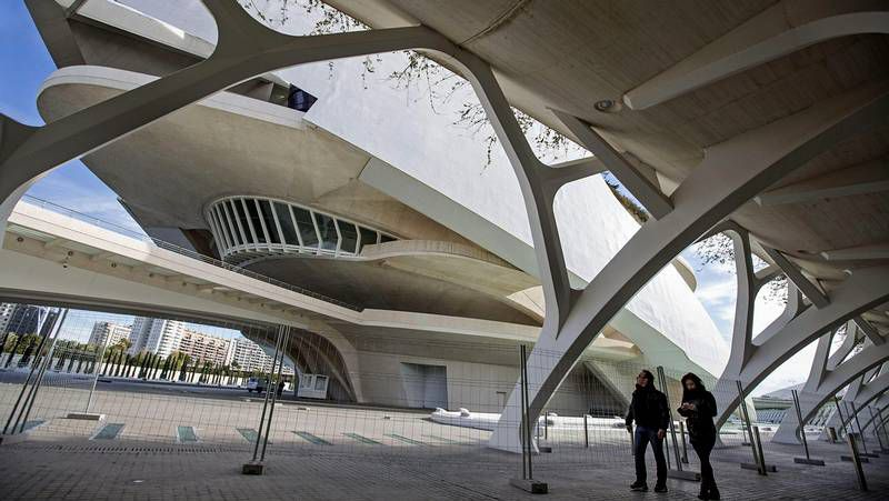 Desprendimientos en el Palau de les Arts.Partido entre Valencia y Betis la pasada jornada