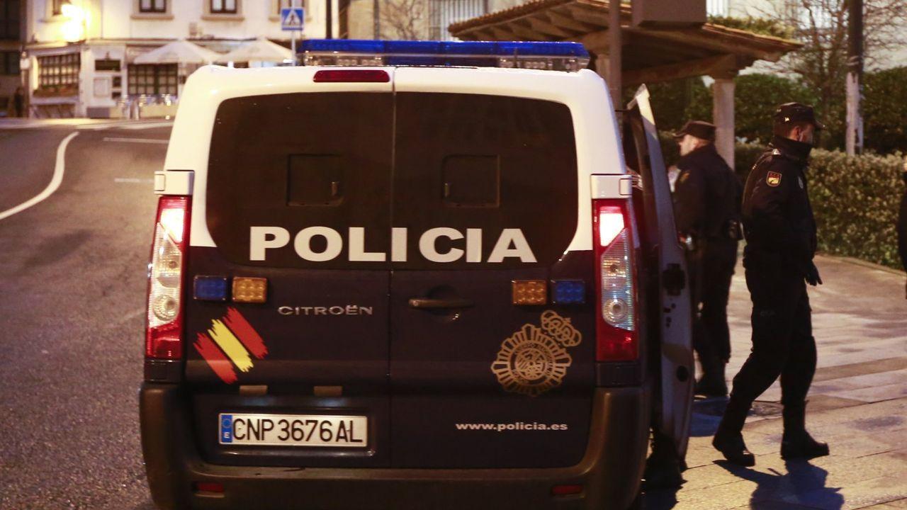Imágenes de la intervenciónpolicial en la AP-7 y en el municipio de Salt