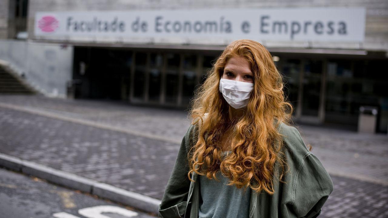 Limpieza en la Facultade de Económicas de Vigo en marzo