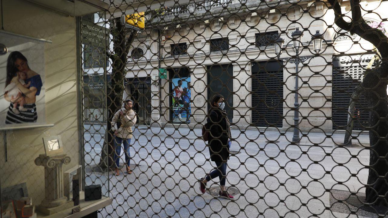 Visita de AJE Ourense a Benposta.Hay comercios que han permanecido cerrados desde que comenzó el estado de alarma