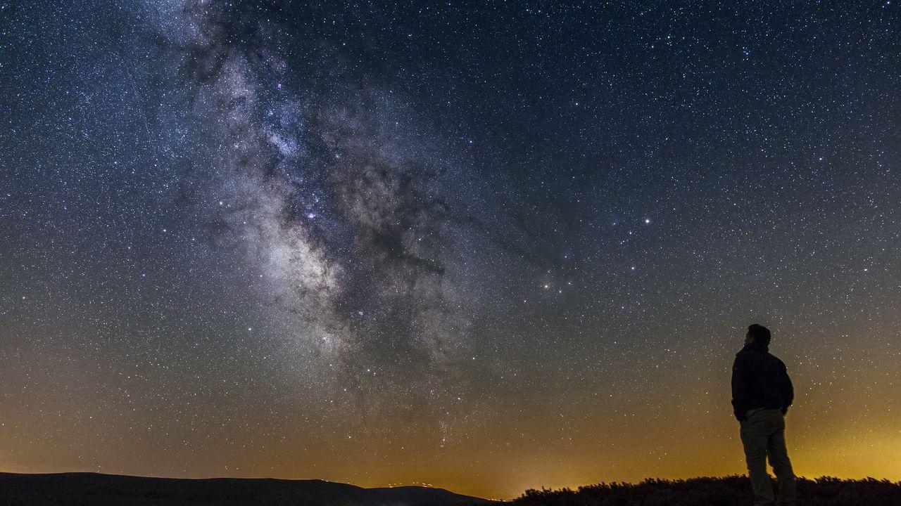 Los jinetes del toque de queda.Imagen de la Vía Láctea desde Pena Trevinca, en A Veiga