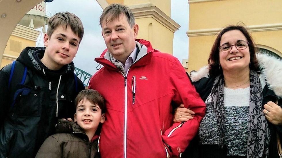 Nuria Márquez Almuiña, con su familia