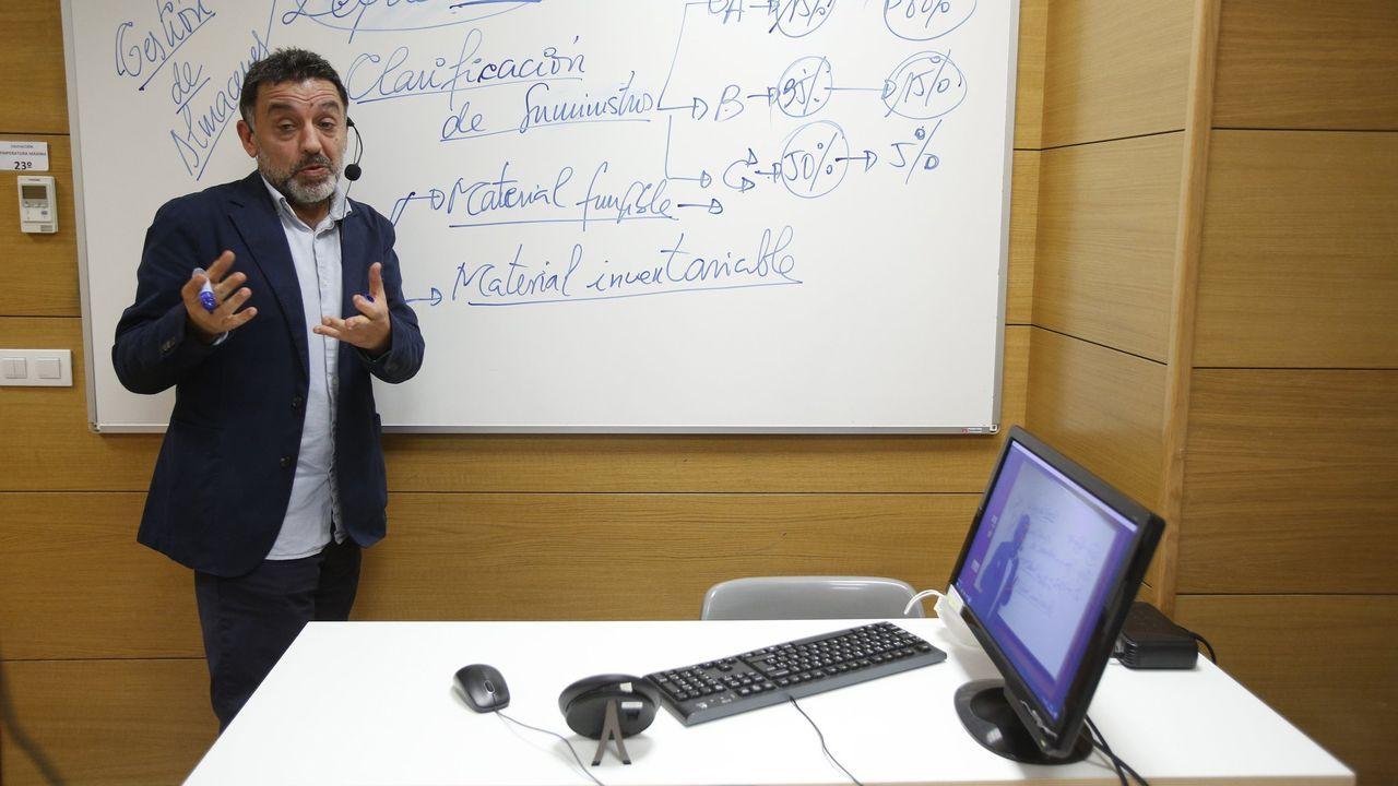 Antonio Estévez, director de Infórmate Oposiciones, donde la docencia está siendo telemática
