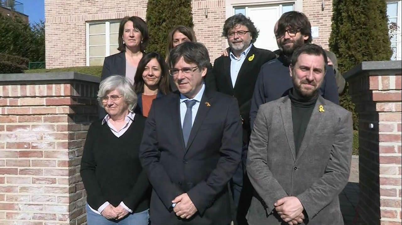Clara Ponsatí; Carles Puigdemont; Toni Comín; Antoni Castellà y  Elisenda Paluzie, en Bélgica.