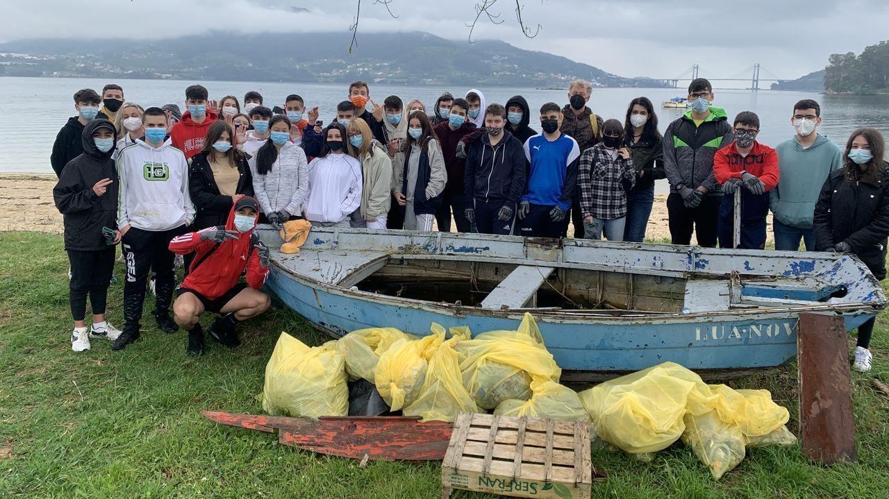 Grupo del CEIP Vista Alegre de Burela en un punto del Xacobeo-Bureleo 2021, Cabo Burela, adaptación de la Ruta Circular burelense