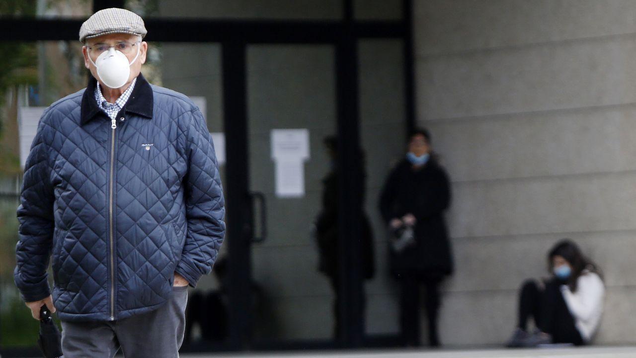 Detención del timador de Vigo que vendía falsas mascarillas a residencias de ancianos.Imagen de archivo de un coche de la Policía Local de Vigo