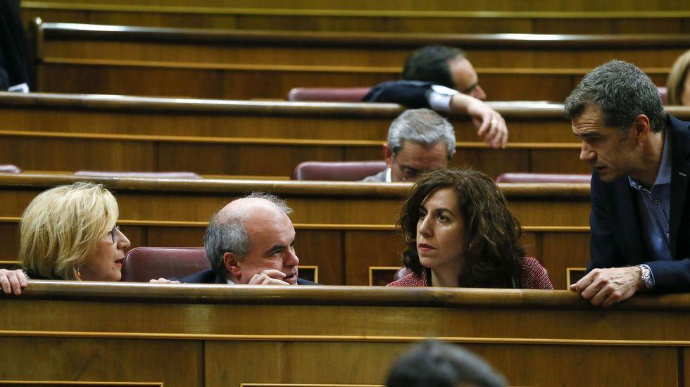 Toni Cantó renuncia a su escaño en el Congreso y a ser candidato a la Generalitat.Cantó moderó sus críticas a Rosa Díez y se mostró «ilusionado» con la reunión de hoy.