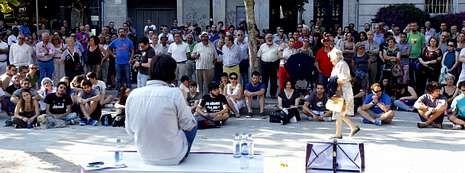 Tras las elecciones europeas de mayo Podemos llevó a cabo su primera asamblea en la calle para darse a conocer. Hoy supera en Vigo los novecientos integrantes.