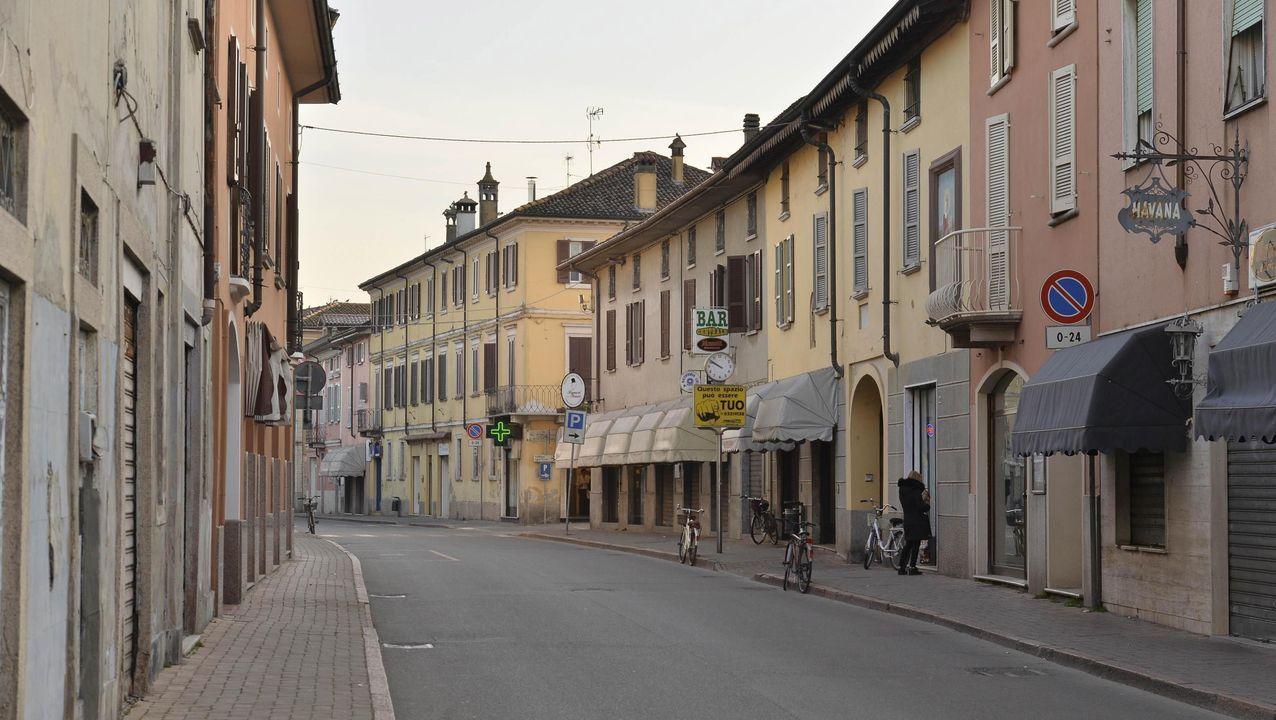 Imagen de una calle casi desierta en Lombardía