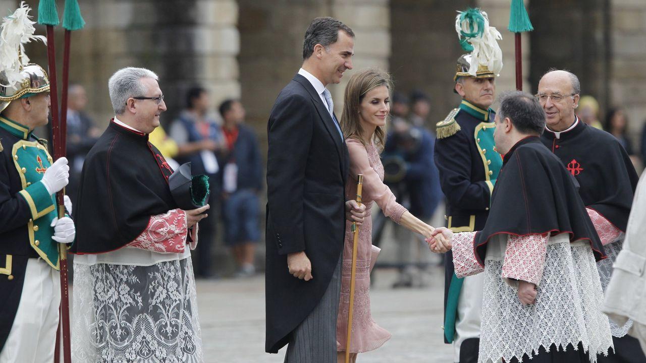 La primera visita oficial a Galicia de los reyes tras su coronación fue el 25 de julio del 2014 cuando realizaron la ofrenda al Apostol