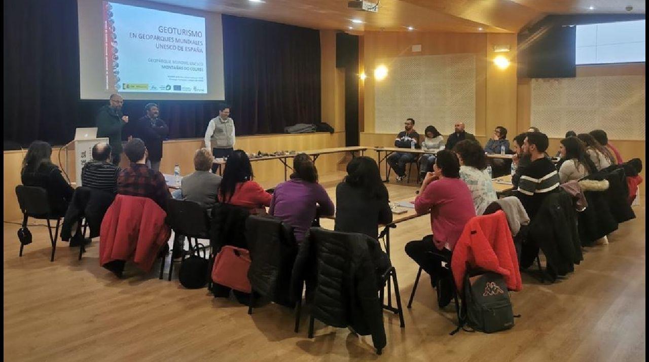 Un curso de formación en geoturismo organizado por el geoparque Montañas do Courel e impartido recientemente en Ribas de sIL