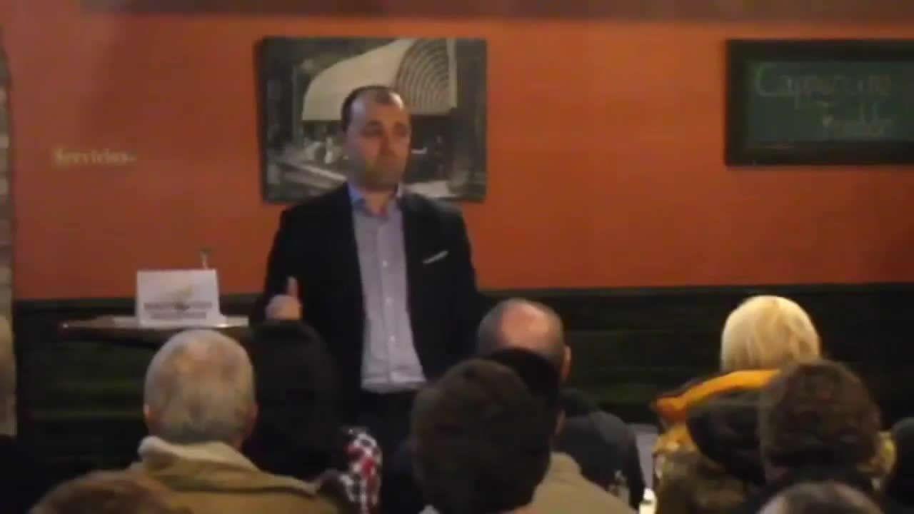 Presentación de la candidatura de Pablo Orge.El alcalde de Santiago se reunió ayer con miembros de la candidatura de los críticos, «Entre Todas», con la que admitió sentirse «máis situado»
