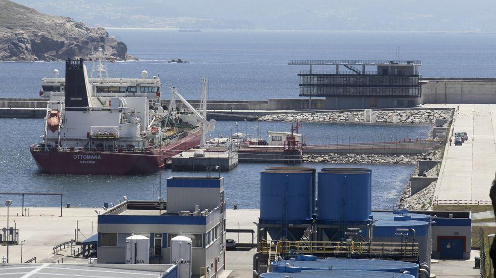 Barco para pruebas con biodiésel en el puerto exterior de Ferrol