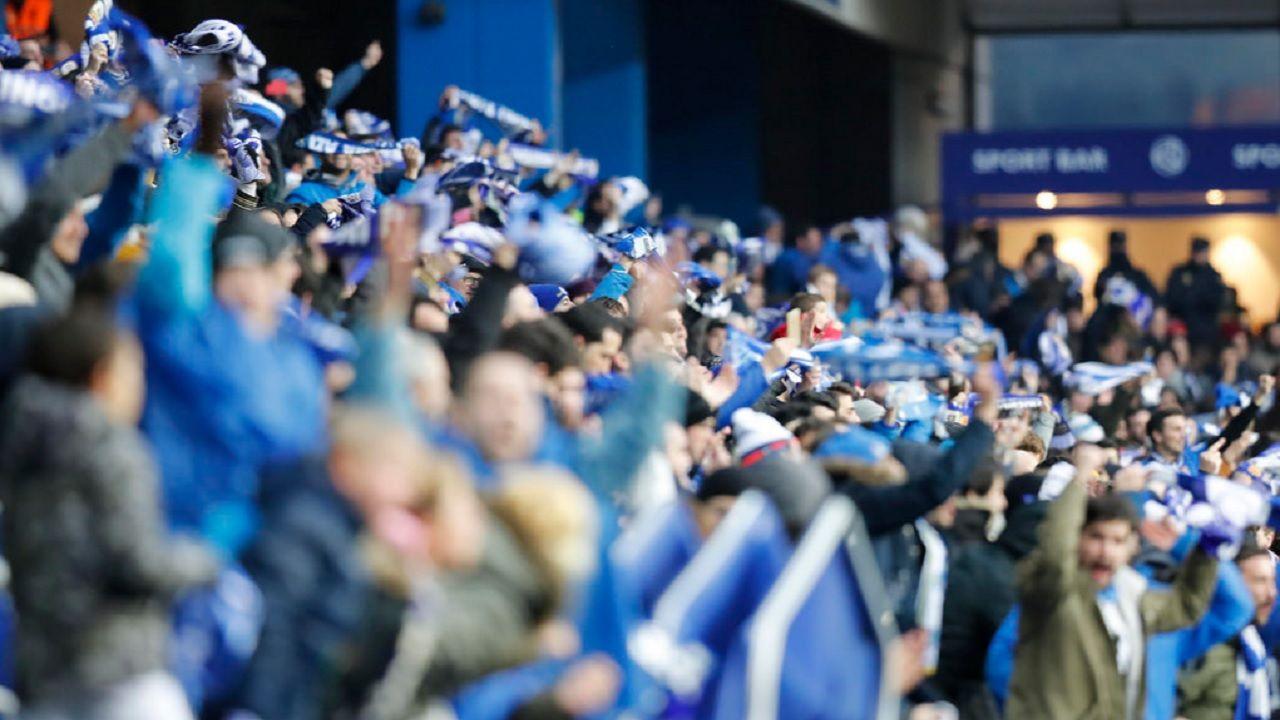 La aficion azul celebra la victoria frente al Sporting