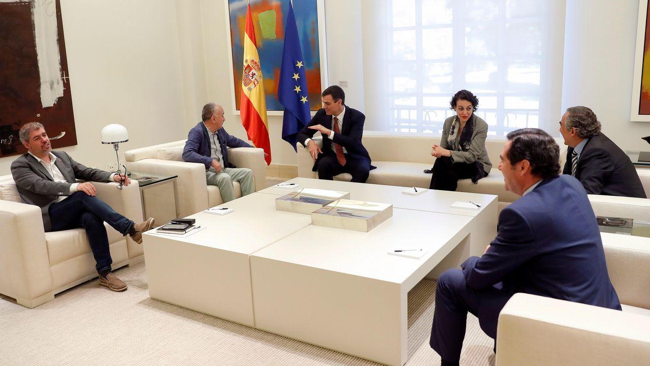Sindicatos y CEOE.Sánchez, junto a la ministra Magdalena Valerio, se vio ayer en Moncloa con los presidentes de las patronales y los líderes de CC.OO y UGT