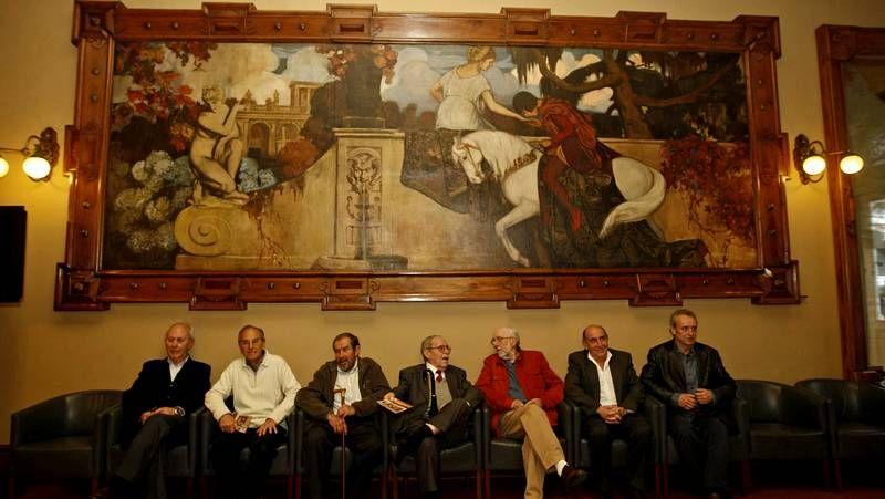 ¿Qué museos de Vigo abren el viernes 8 por la noche?.Ferreras y Quintana, ante una de las obras inéditas, «La moza», de Sotomayor.