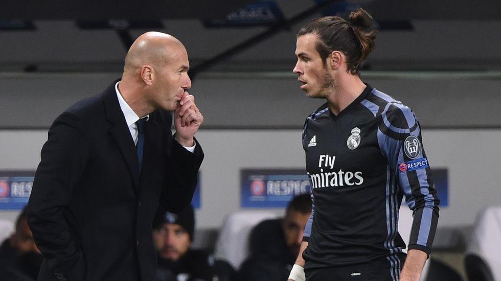 El Real Madrid-Deportivo, en fotos.Fernando Cuesta atrapa «La pelota ye-yé» en el CCAI