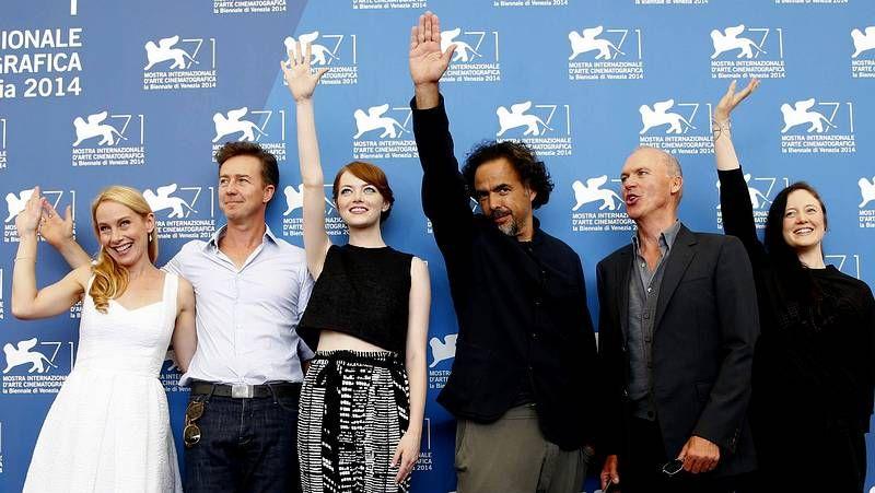 El Festival de Venecia abre sus puertas.<span lang= es-es >Presentación </span>Al Pacino junto a los actores David Gordon y Chris Messina durante la presentación de la nueva película «The Humbling» en la Mostra Internacional de Venecia.