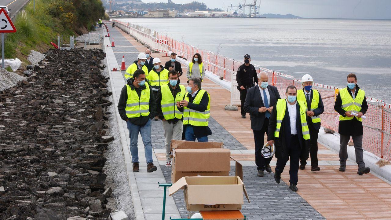 De izquierda a derecha, el delegado de Gobierno, Javier Losada, el alcalde de Sarria, Claudio Garrido, y la subdelegada, Isabel Rodríguez