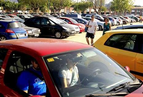 En el arenal de O Vao el descontrol de los estacionamientos de coches todavía es mayor .