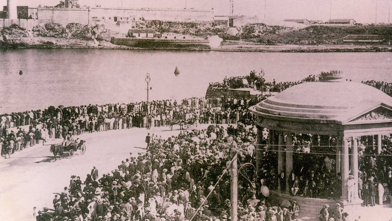 Reunión de emigrantes retornados deAppenzell, en Suiza.Imaxe da chegada dun barco de emigrantes ao porto da Habana.