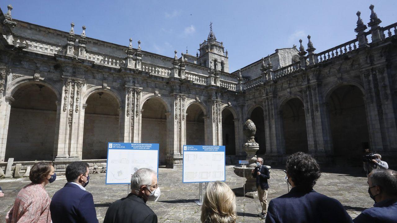 El buen tiempo y el alivio de restricciones atrae peregrinos a Santiago.El claustro de la catedral de Lugo