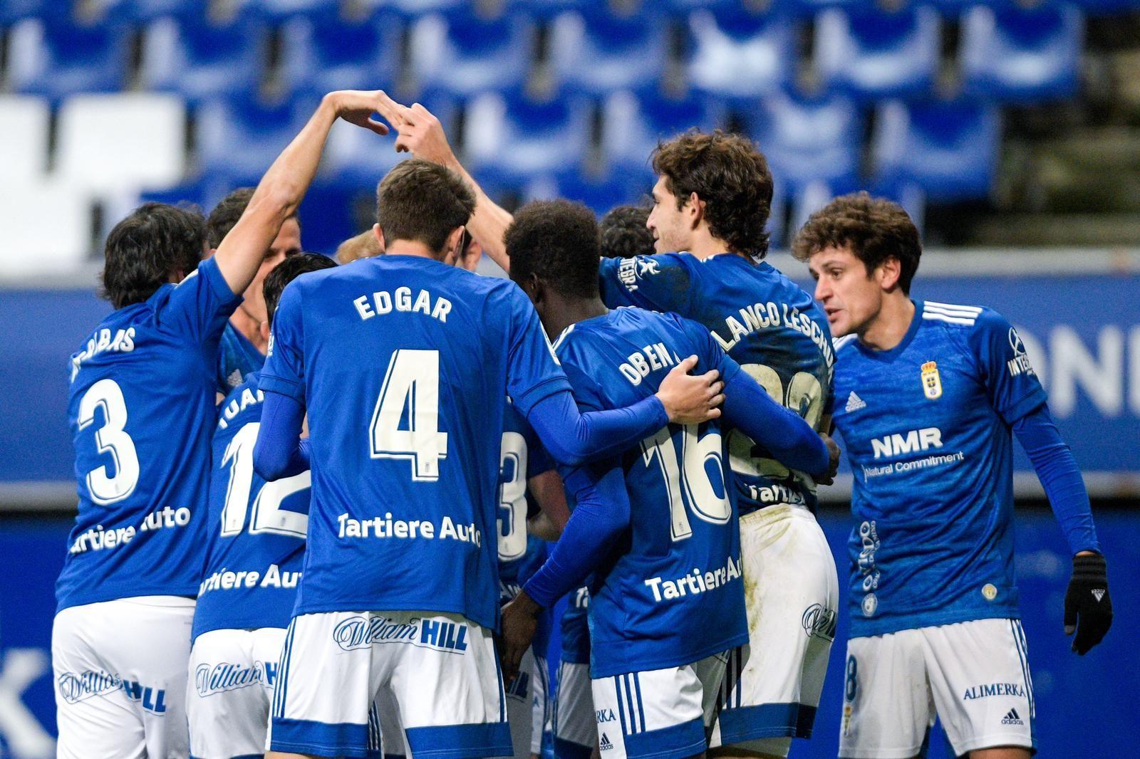 Los jugadores del Oviedo celebran uno de los goles al Tenerife