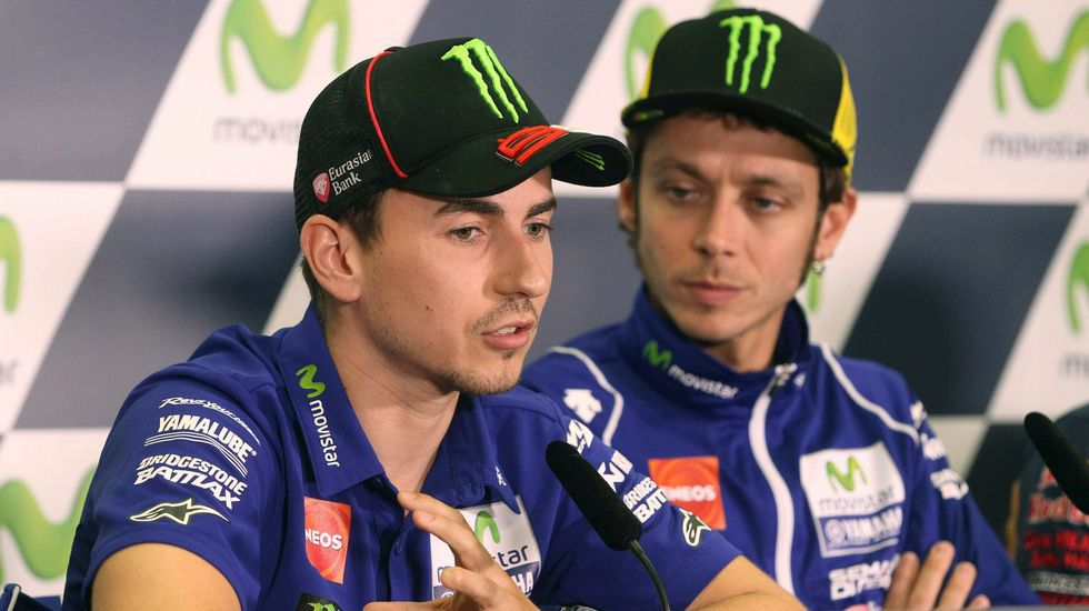 La patada de Valentino Rossi a Marc Márquez.Dani Pedrosa gana en Rusia