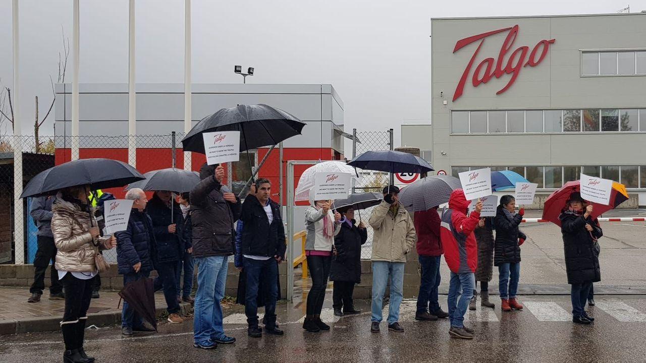 Las víctimas se concentraron frente a la fábrica de Talgo en Las Matas (Madrid)