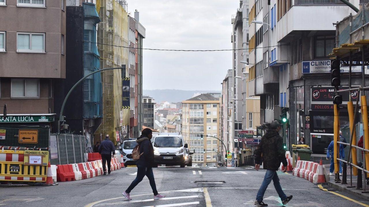 Los coches recuperan una avenida de Fisterra ya sin viaducto