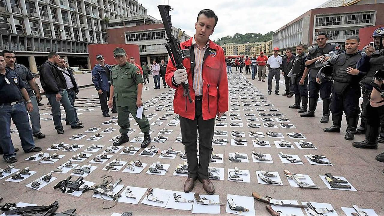 Nicolás Maduro y Vladimir Padrino, ministro de Defensa, en un acto militar en Caracas