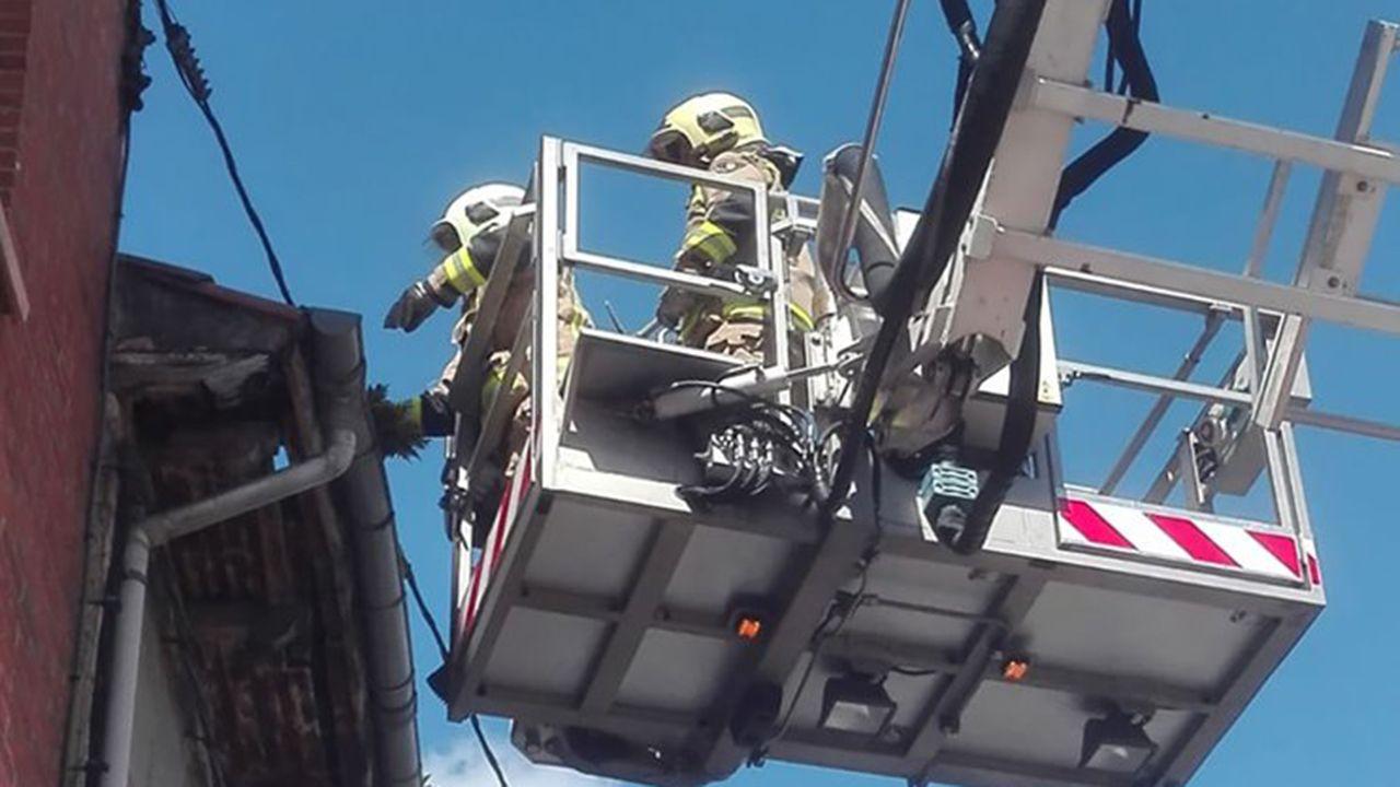 Los bomberos atienden una incidencia en Oviedo