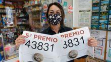 5º premio de la Lotería Nacional de Navidad en el estanco de la Avenida de Monelos
