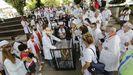 Entierro del coronavirus por parte de las comparsas de Carnaval en la plaza de España