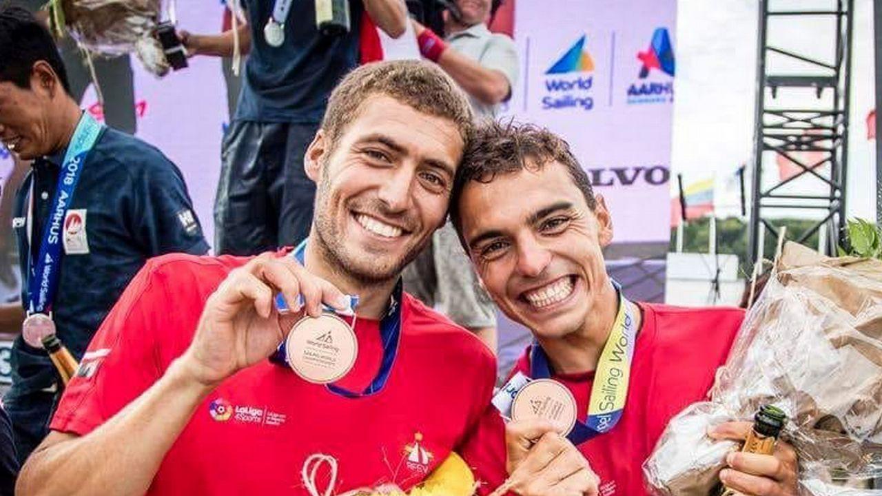 Nico Rodríguez (izqda). Junto a Xammar, clasificó al 470 español para Tokio. Ambos fueron medalla de bronce europea en el 2017