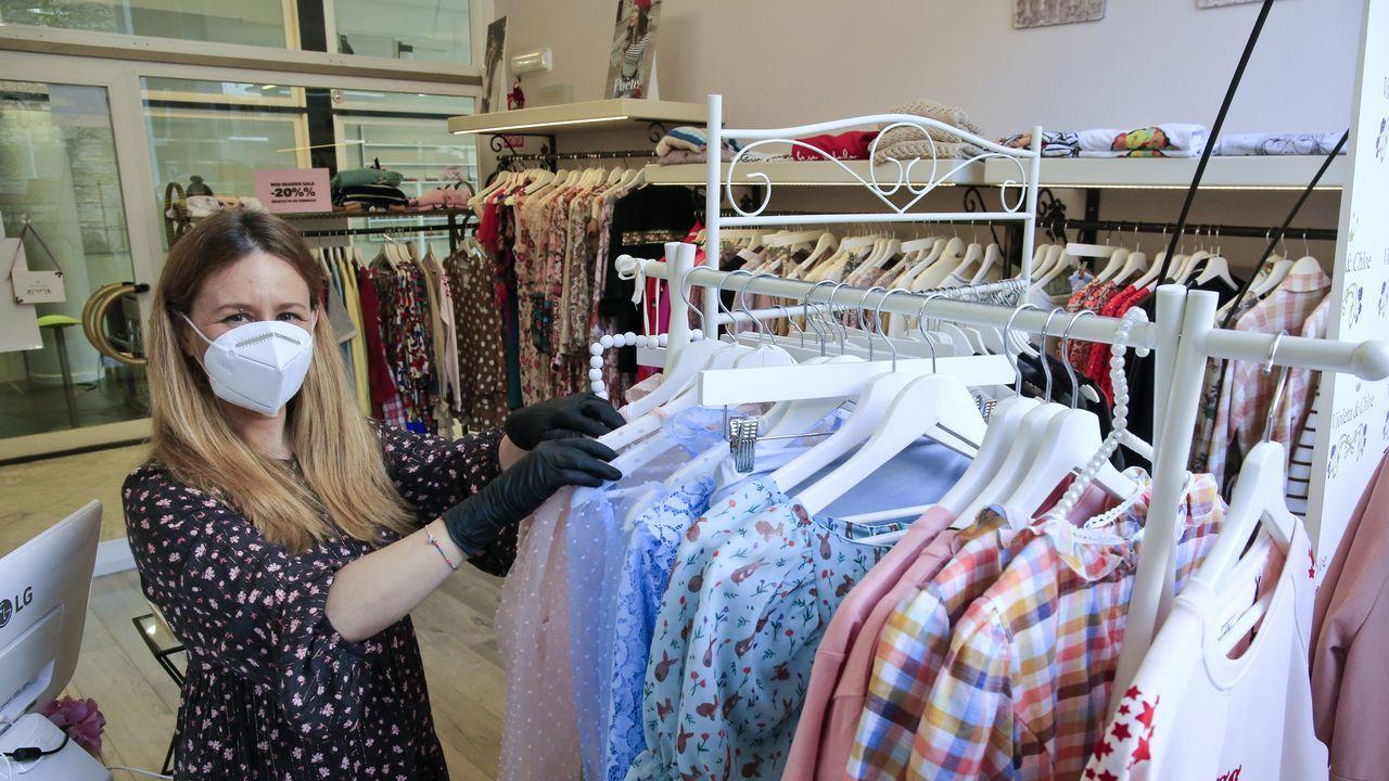 Ambiente de terrazas en Lugo en la fase 1.Tienda de ropa Violeta and Chloe en la primera fase de la desescalada