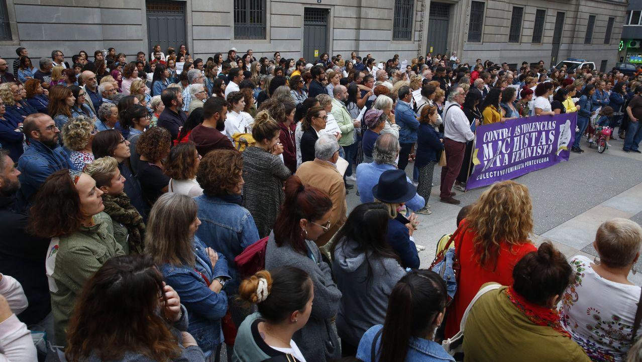 Concentracion contra los crímenes machistas de Valga.Ayer comenzó la novena de San Adrián de Verdes