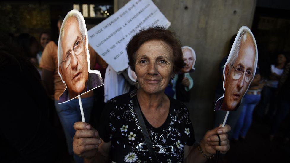 Margallo alerta a sus homólogos extranjeros sobre un Gobierno con Podemos.El ministro español de Asuntos Exteriores en funciones, José Manuel García-Margallo, charla con su homólogo luxemburgués, Jean Asselborn
