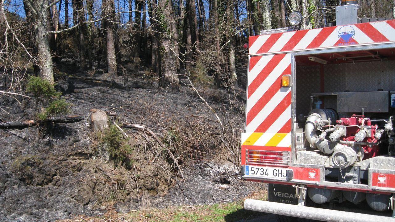 Imagen de archivo del 2014 en un incendio en Roupar